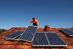 Minas não quer mesmo sair da liderança quando o assunto é mini e microgeração de energia solar fotovoltaica no Brasil. A Comissão de Minas e Energia da Assembleia Legislativa de Minas Gerais (ALMG) emitiu parecer favorável em 1º turno ao texto do Projeto de Lei (PL 3.310/16), que pretende promover a energia solar no estado. O projeto é de autoria do deputado Gil Pereira (PP) e adiciona um parágrafo ao artigo 4º da Lei 11.396, de 1994, no qual cria o Fundo de Fomento e Desenvolvimento…