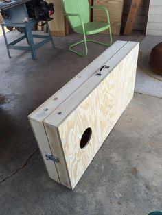 Cornhole boards latched together for easy carrying. Diy Yard Games, Diy Games, Backyard Games, Diy Storage Trunk, Storage Caddy, Diy Wood Projects, Wood Crafts, Diy Cornhole Boards, Cornhole Designs