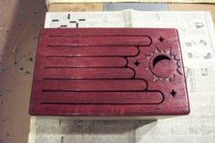 Tongue Drum plans with beautiful celestial design. Native American Instruments, Native American Flute, Diy Wooden Projects, Wooden Diy, Cajon Drum, Marble Toys, Homemade Musical Instruments, Bongos, Making Wooden Toys