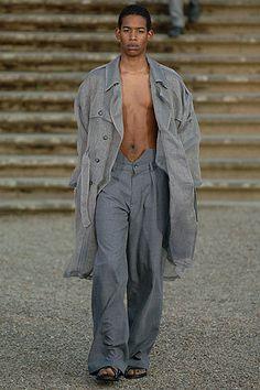 e67c2e26b8 Raf Simons Spring 2006 Menswear Fashion Show