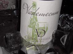 Ideea Clubului de vinuri Vademecum a apărut din dorința de a împărtăși pasionaților și celor care doresc să deslușească tainele degustării, arta, cu