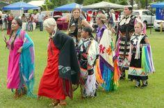 Indianer Pow-Wow (Festtreffen) auf Hawaii, bei ihren indigenen Brüdern und Schwestern auf den Inseln .... besonders schön und ungewöhnlich, dass wir das bei der Schamanischen Ausbildung im September erleben durften! :-) www.LisaRainbow.com  ****  Native American and Hawaiian Pow-Wow recently near Hilo :-)