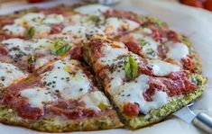 WW Zucchini Dough Pizza - Dish and Recipe - Weight Watchers - - One of the most original ideas is this WW Zucchini Dough Pizza, an easy and simple recipe to make a - Plats Weight Watchers, Weight Watcher Dinners, Weight Watchers Pizza, Healthy Cooking, Healthy Snacks, Healthy Recipes, Healthy Pizza, Menu Dieta, Poblano