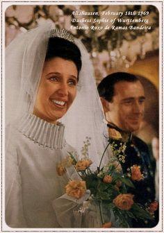 Sophie van Württemberg (16.01.1937) trouwt in 1969 met Antonio Manuel Rõxo de Ramos-Bandeira (1937-1987). Gescheiden in 1974. Sophie is een kleindochter van koning Ferdinand van Bulgarije.