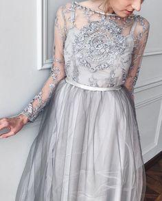 1,539 отметок «Нравится», 70 комментариев — B O G A N O V A (@arina_boganova_design) в Instagram: «Каждое платье живет только со своей хозяйкой☝️это например состоит из шелковой основы,невесомого…»