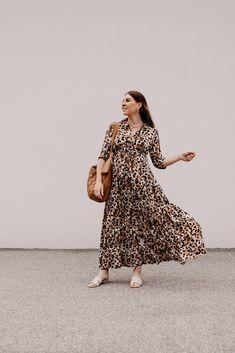 Produktempfehlungen. Am Modeblog findest du heute die schönsten Maxikleider für den Sommer plus passende Styling-Tipps on top! www.whoismocca.com Casual Chic Outfits, Fashion Outfits, Womens Fashion, Outfits Tipps, Curvy Plus Size, Ss16, Amazing Women, Outfit Of The Day, Fashion Beauty