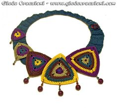 Crochet necklace: triangles