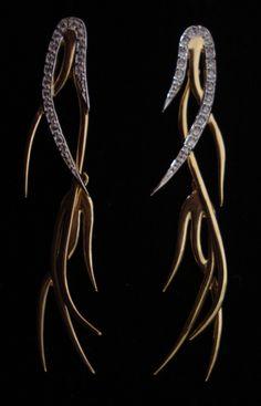 Brinco grande Dourado com Zirconia