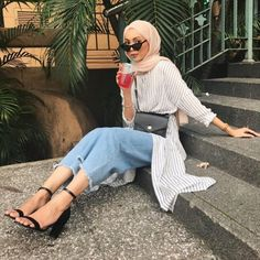 Chic Ways to Wear Tunic For Hijab Outfit - Hijab- Hijab Fashion Summer, Modest Fashion Hijab, Modern Hijab Fashion, Street Hijab Fashion, Casual Hijab Outfit, Hijab Fashion Inspiration, Hijab Chic, Muslim Fashion, Mode Inspiration