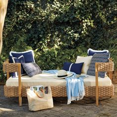 Poolside Furniture, Outdoor Furniture Sets, White Daybed, English Interior, Outdoor Daybed, Water Hyacinth, Dark Walls, Diy Bedroom Decor, Home Decor
