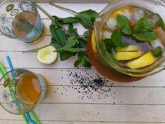 Si vous voulez perdre du poids et nettoyer votre corps tout entier, n'hésitez pas à préparer cette  boisson à base de menthe, citron et le thé vert. En consommant cette boisson vous serez en mesure de protéger  votre santé dans sa globalité.