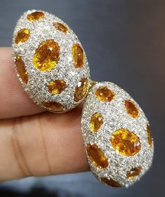 Each and every breathtakingly beautiful jewellery item is designed with perfection. Discover a remarkable creation that reflects your unique style and personality with these fascinating orange sapphire and diamond earrings by Aksharchoudreefinejewellery . . . #acfj #jotd #each #every #breathtaking #beautiful #sensational #jewellery #designed #perfection #discover #remarkable #creation #reflects #unique #style #personality #fascinating #orange #sapphire #diamond #earrings #finejewellery…