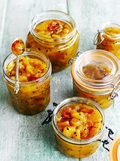 Here's a gift idea: Homemade mango chutney. Mango chutney goes well with chicken, cold ham, and game, and works perfectly with cheesy sandwiches, too. Check out this recipe: Mango Recipes, Fruit Recipes, Indian Food Recipes, Healthy Recipes, Ethnic Recipes, Indian Chutney Recipes, Juicer Recipes, African Recipes, Recipe For Chutney