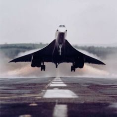 The mighty Concorde and its huge delta on takeoff.