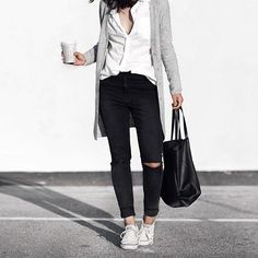 How To Wear Sneakers With Jeans Grey Sweater Super Ideas Converse Outfits, Sneakers Fashion Outfits, Jean Outfits, Fall Outfits, Casual Outfits, Cute Outfits, Outfit Jeans, Outfits With Grey Cardigan, Clothing Styles