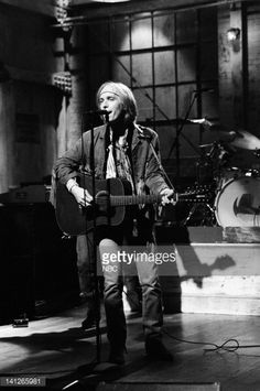 Musical guests Tom Petty & The Heartbreakers perform on October 21, 1991 -- Photo by: Alan Singer/NBCU Photo Bank