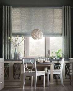 A Visual Guide to the Most Popular Window Treatments There's an option here for every home style. Large Window Treatments, Contemporary Window Treatments, Farmhouse Window Treatments, Contemporary Windows, Window Treatments Living Room, Modern Windows, Large Window Coverings, Large Window Curtains, Burlap Curtains