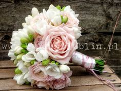 Bukiet ślubny frezje, róże i jaskry |