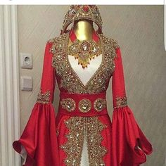 The process of hand craft caftan . Abaya Fashion, Indian Fashion, Fashion Dresses, Turkish Wedding Dress, Fantasy Gowns, Indian Attire, Pretty Dresses, Beautiful Outfits, Bridal Dresses