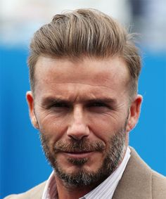 View yourself with David Beckham hairstyles and hair colors. View styling steps and see which David Beckham hairstyles suit you best. Shoulder Length Straight Hair, Short Straight Hair, Long Curly, Celebrity Short Hair, Celebrity Hairstyles, Famous Hairstyles, Men's Hairstyles, Latest Hairstyles, Teen Boy Haircuts