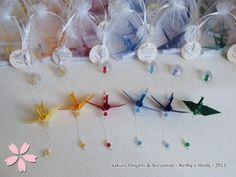 Lembrancinhas de nascimento - mini móbile de tsuru single - http://blog.sakuraorigami.com.br/2013/05/lembrancinhas-de-nascimento-do-andre.html #origami