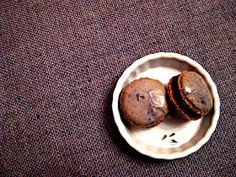 Eva Bakes - There's always room for dessert!: Lavender macarons with chocolate honey ganache
