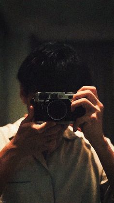 Man Pose, Photoshoot Ideas, Poses, Actors, Sunset, Figure Poses, Photography Ideas, Sunsets, The Sunset