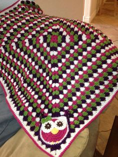 Crochet  Baby Blanket Pattern - Granny Square Crib Blanket with Owl for Baby.. I love this!  OMGEEEE this is so flipping cute!  I need a baby girl...NOT!  Maybe for my friend Rachel?????