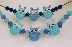 Búhos y bolas de decoración para el carro de bebé por Svarta Huset! - Puntadas y Cena