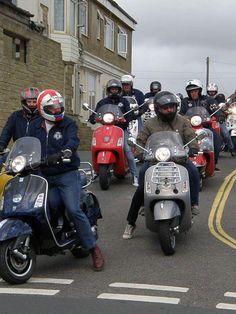 The Old School Produce Vespa Gts, Vespa Lambretta, Vintage Vespa, Vespa Motor Scooters, Pocket Bike, Classic Bikes, Fred Perry, Sport, Biking