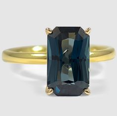 An emerald green sapphire makes this Comfort Fit Ring in yellow gold truly ravishing.