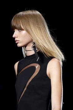 See detail photos for Versace Spring 2017 Ready-to-Wear collection.