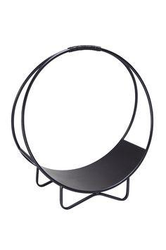 Runt dekorativt vedställ av metall. Total höjd 54 cm. Ø öppningen 46 cm.