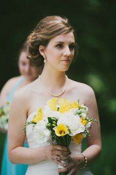 Yellow & blue minimalistic wedding  |  The Frosted Petticoat