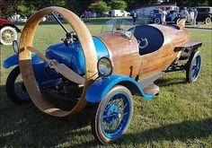 The Helicron, a French propeller driven car from 1932.