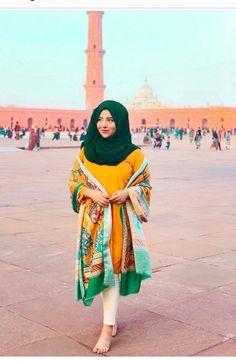 Hijab Fashion, Fashion Outfits, Women's Fashion, Pakistan Street Style, Stylish Hijab, Wedding Hijab, Pakistani Bridal Dresses, Girls Dress Up, Hijab Tutorial