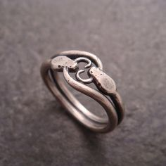 Double ouroboros snake ring in sterling silver (shiny finish) by Chuck Domitrovich of Down to the Wire Designs. Snake Jewelry, Cute Jewelry, Jewelry Box, Jewelry Rings, Jewelry Accessories, Jewelry Design, Jewlery, Craft Jewelry, Bridal Jewelry