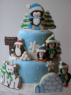 LOVE this winter themed cake! will be making cookies like these for sure :)