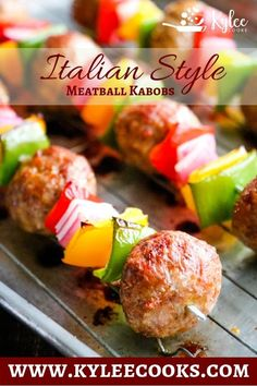 A super easy dinner, perfect for the busy season. These Italian Meatball Kabobs … A super easy dinner, perfect for the busy season. These Italian Meatball Kabobs are a firm family favorite! Super Easy Dinner, Tutorial Diy, Italian Meatballs, Meatball Recipes, Beef Recipes, Meatball Subs, Kabobs, Skewers, Grilling Recipes