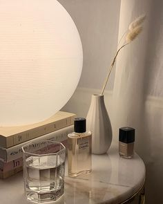 Ideas for bath room classic wallpaper Cream Aesthetic, Classy Aesthetic, Aesthetic Vintage, Aesthetic Style, Ideias Diy, Perfume, My New Room, Room Inspiration, Interior And Exterior