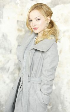 I admire Dove Cameron sooo much! She's so pretty, she's naturally born with blonde hair and green eyes, and she plays two main characters at the same time, sometimes in the same scene!