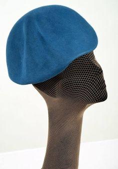 Cappello in feltro forgiato a mano su autentica forma in legno anni 40-50. Collezione autunno/inverno 2013-14