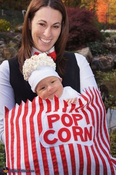 15 Matching DIY Halloween Costumes for Babies & Parents. Site has costume pics and ideas for everyone! Soirée Halloween, Homemade Halloween Costumes, Halloween Costume Contest, Cute Costumes, Baby Halloween Costumes, Baby Costumes, Holidays Halloween, Costume Ideas, Matching Costumes