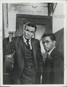 "1966 Press Photo Actor Burt Reynolds, Wayne Grice on ""Hawk"" ABC TV Series"