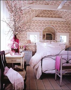 Pretty room, love the puffy bed linen.