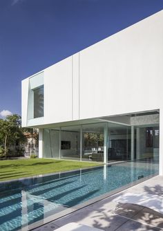 KSK LUXURY Connoisseur || + ||*The white gallery house - Pitsou Kedem