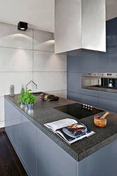 Industrialny Loft : Nowoczesna kuchnia w lofice. Zobacz więcej na: https://www.homify.pl/katalogi-inspiracji/50718/kuchnia-nowoczesna-na-10-sposobow