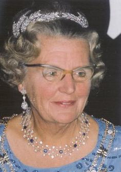 Dutch Ears of Wheat Tiara, worn by Queen Juliana, tiara made of 8 diamond wheat ear brooches said to have originated in the collection of Grand Duchess Catherine Pavlovna of Russia (1788-1819) who married King William I of Württemberg and was the mother of Queen Sophie of the Netherlands.