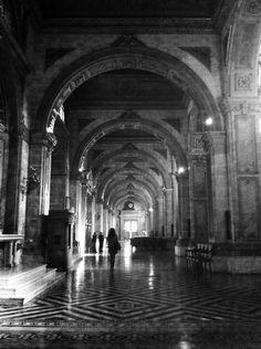Dentro de la Catedral de Santiago, Chile.