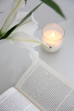 Homevialaura | Gretchen Rubin | The Happiness Project book | Onnellisuusprojekti | Jo Malone scented candle | white lilies